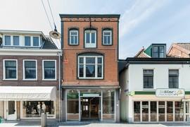 Voorzijde Winkelruimte Voorstraat 26 in Woerden, te huur via De Koning Bedrijfsmakelaars